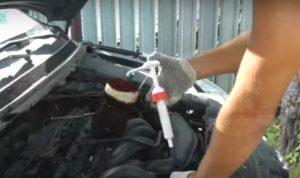 Перелив масла в двигателе, что делать