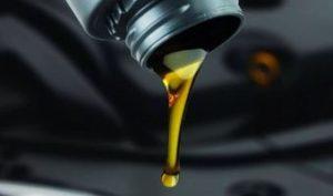 Синтетическое моторное масло для двигателя