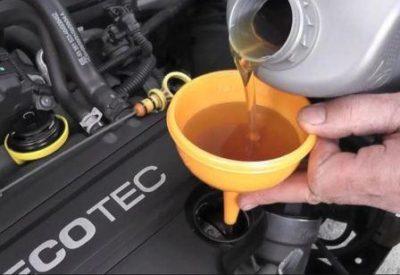 Масла какой вязкости заливать в двигатель летом, фото