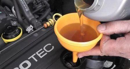 Масла какой вязкости заливать в двигатель летом