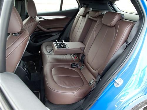 Салон BMW X2, задние места