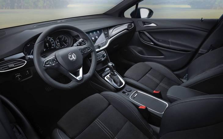 Салон Opel Astra 2020