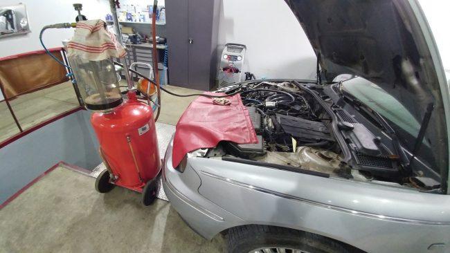 Оборудование для замены масла в автомобиле