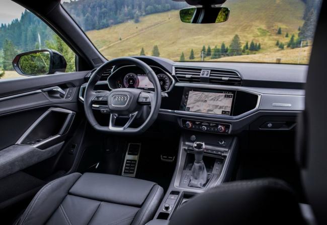 Компактный кроссовер-купе Audi Q3 Sportback
